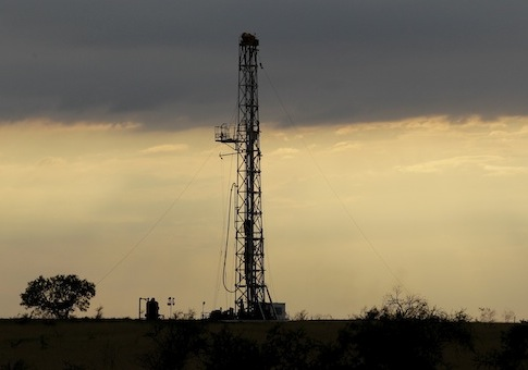 Oil drilling rig / AP