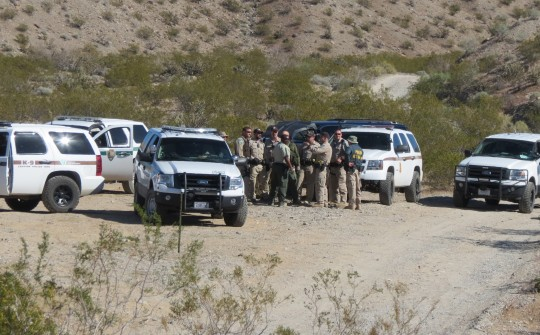 Government vehicles and personnel outside of the Bundy ranch / Cliven and Carol Bundy