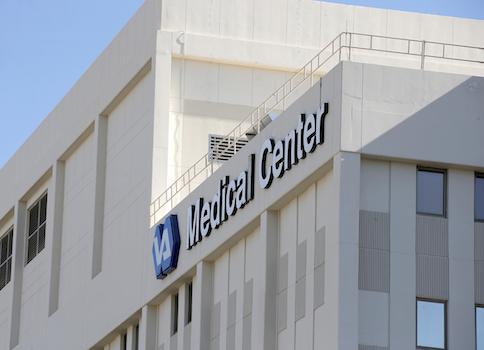 'Phoenix VA Health Care Center / AP' from the web at 'http://s2.freebeacon.com/up/2014/05/VA.jpg'