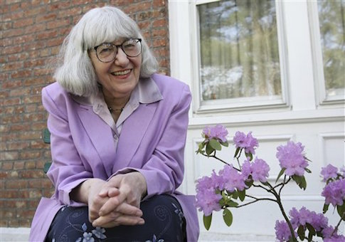 an analysis of the shawl by cynthia ozick Cynthia ozick • 2297 became a kind shawl: a squirrel in a nest, safe, no one could reach herinside thelittle house ofthe shawl's windings the face, very round.